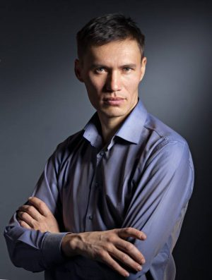 Станислав Толстнев